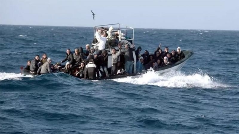 بحسب مصادر مطلعة من خفر السواحل أن القارب الذي كان يقلّهم يحمل 42 سورياً بينهم 10 أطفال و12 امرأة والبقية رجال