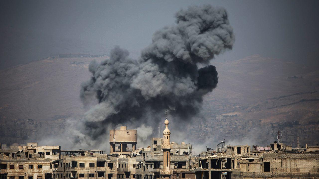 طائرات النظام تقصف أسراها في غوطة دمشق