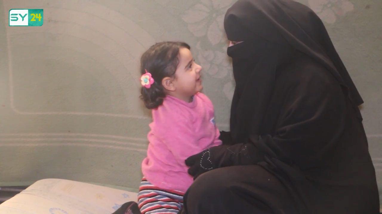 """تشرف """"فاطمة"""" على تعليم الأيتام في """"روضة أزهار الحرية""""، وتعمل جاهدة لتعوض جانب من الحنان والعناية والرعاية التي افقتدها الأطفال خلال السنوات الماضية"""