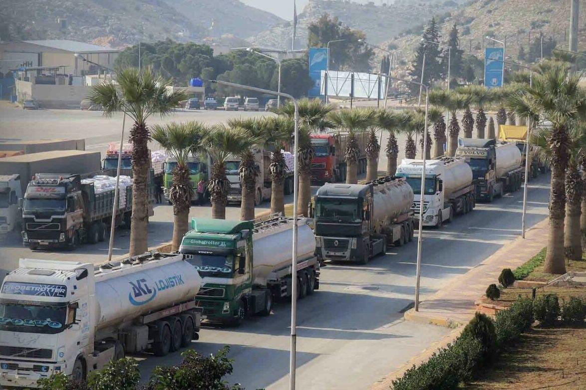 ارتفعت أسعار المحروقات الرئيسية بعد إغلاق الطرق القادمة من منطقة إعزاز إلى إدلب، نتيجة العمليات العسكرية التي تشهدها مدينة عفرين