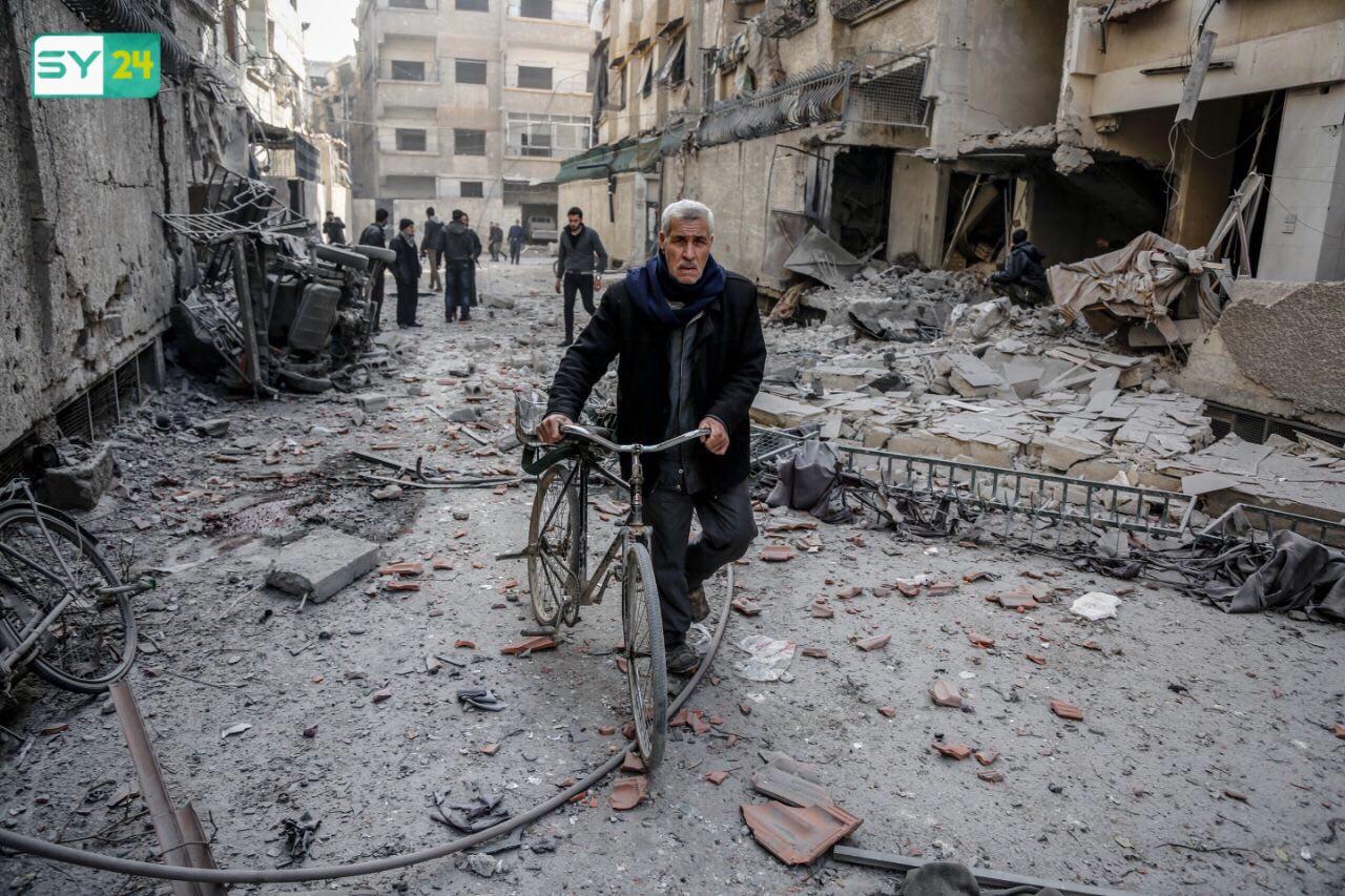 """قال """"مركز الغوطة الشرقية""""، إن """"عدد الضحايا من المدنيين بلغ 140 قتيلاً"""