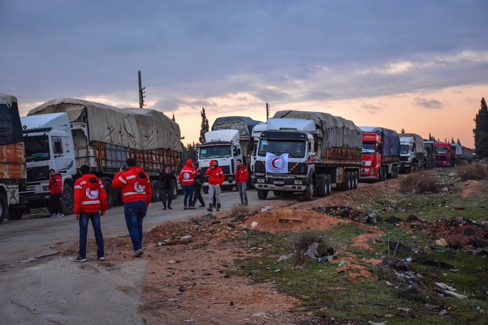 قافلة مساعدات إنسانية جديدة مؤلفة من 50 شاحنة لأهالي ريف الرقة الجنوبي