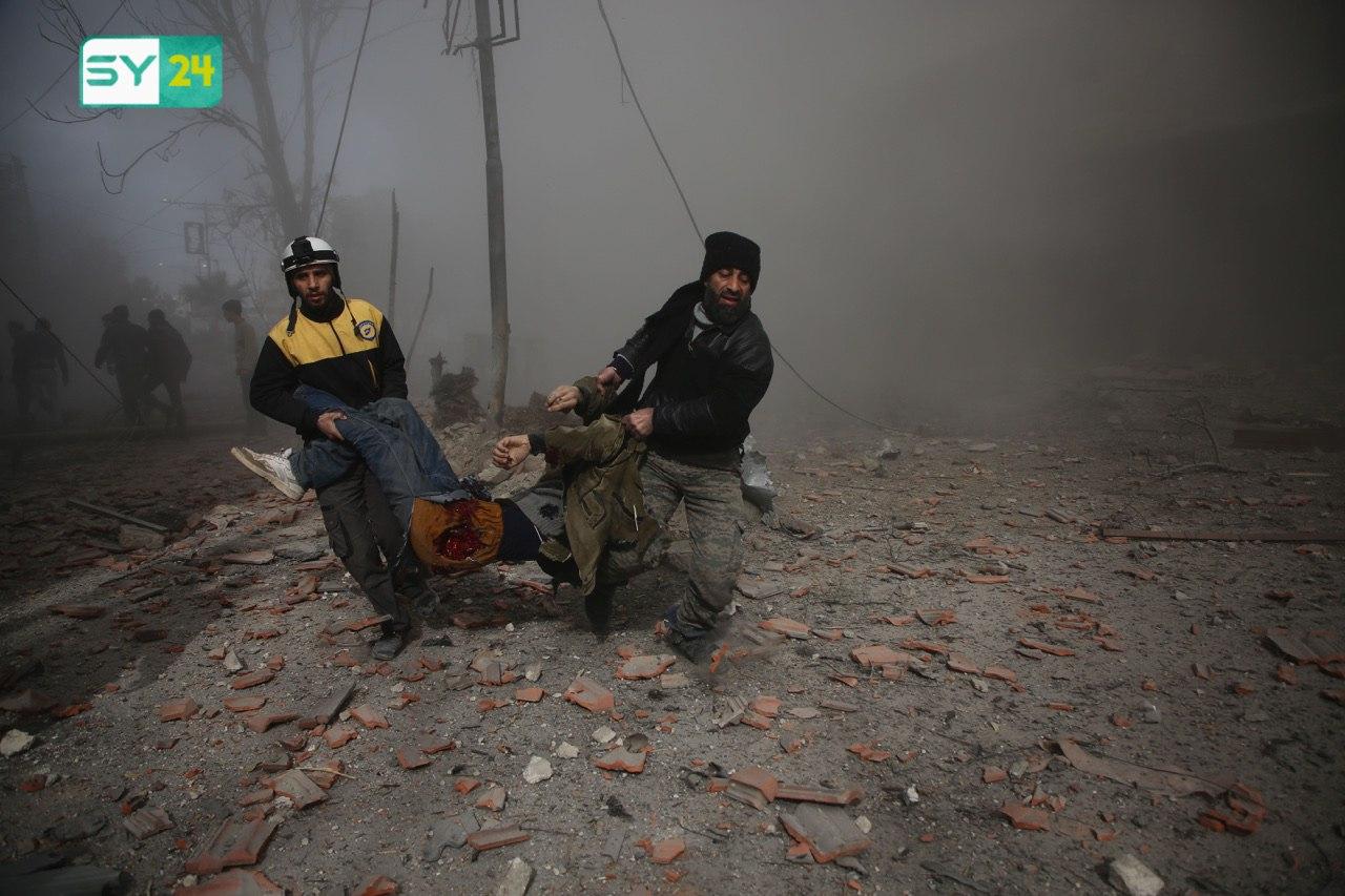 قالت الشبكة السورية لحقوق الإنسان في تقريرها إنها وثقت أربع هجمات بذخائر عنقودية، وثلاث أخريات بغازات سامة، بما فيها الكلور، على يد قوات نظام الأسد