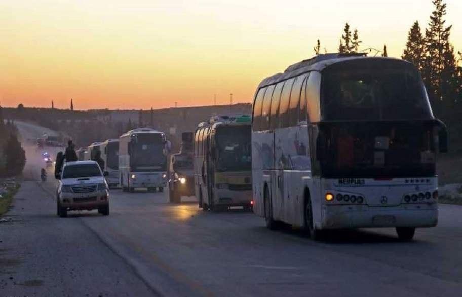 """الحافلات تدخل """"كفريا والفوعة"""" في إدلب تمهيداً لإجلاء الأهالي والمقاتلين"""