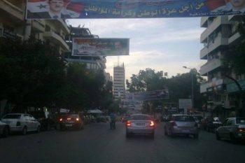 سكان اللاذقية: شوارعنا غارقة بالقمامة والظلام!