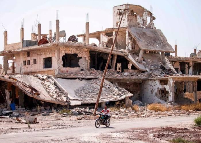 هجمات متكررة وحركة نزوح جديدة.. شهر على حصار درعا البلد