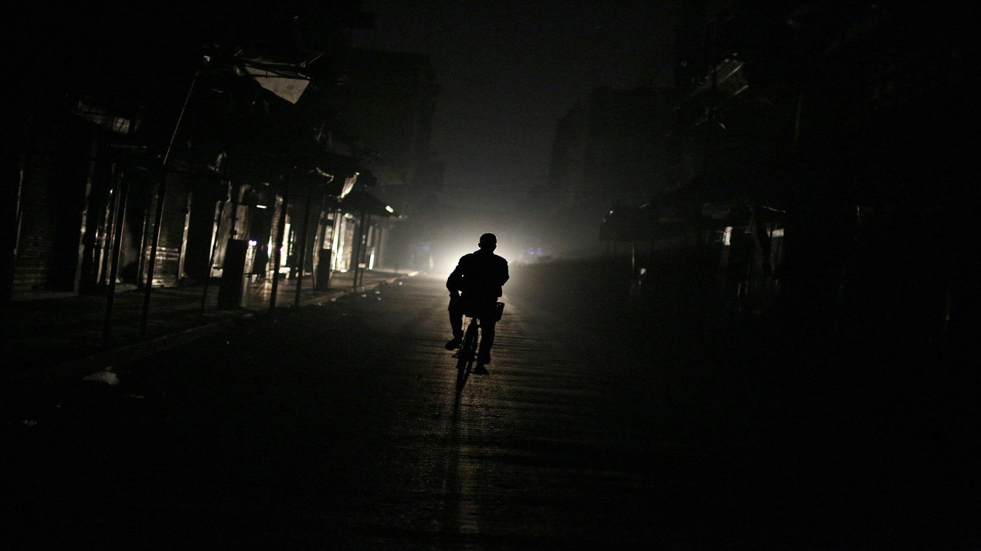 النظام يحذر من انهيار قطاع الكهرباء في سوريا!
